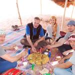 Essen im jordanischen Beduinencamp