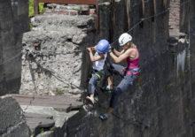 Klettern in den Bunkeranlagen bei der Photo+Adventure Duisburg 2014