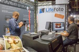 Auch Profis wie Pavel Kaplun vertrauen auf Michaels Kenntnisse im Fotodruck. (c) Udo Siebertz