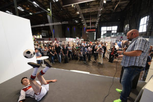 Bühnenprogramm bei Foto Leistenschneider