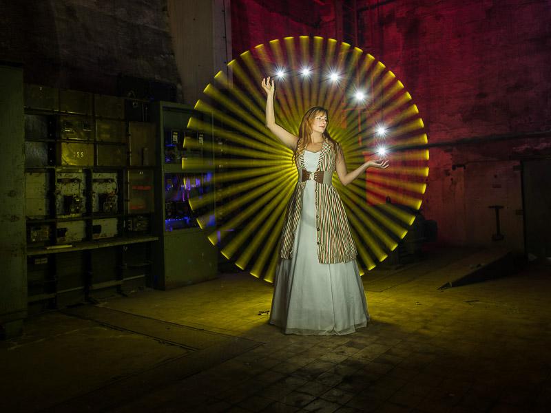 © ZOLAQ, Lightpainting mit Model