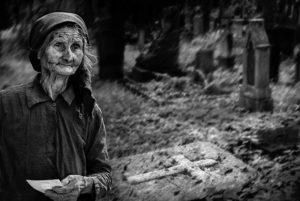 """""""Erinnerungen"""" - Begegnung auf einem Friedhof in der Ukraine, © Josef Schwarz"""